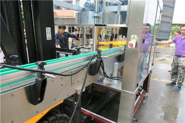 능률적 인 병 회전하는 스티커 레테르를 붙이는 기계 장비 PLC 터치 스크린