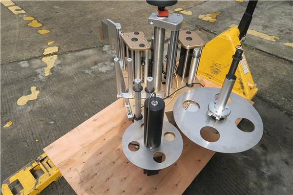 회전 접시 레테르를 붙이는 기계 체계를 가진 둥근 병 회전하는 라벨러
