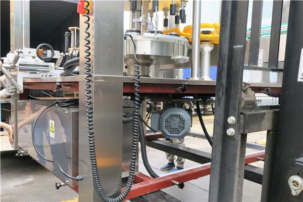 둥근 병 회전하는 스티커 레테르를 붙이는 기계 장비 간격 ≥ 30mm