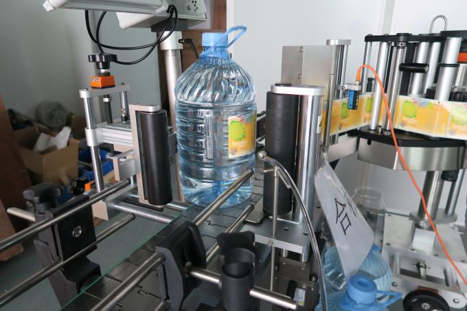 5L 식용 수 둥근 병 스티커 레테르를 붙이는 기계, 기계 장치를 찌르는 자동 접착 상표