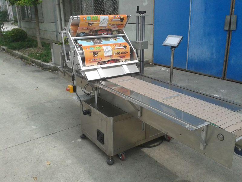중국 찾는 기계 먹이는 목표를 가진 탁상용 자동 접착 스티커 평면 상표 도포 구 협력 업체