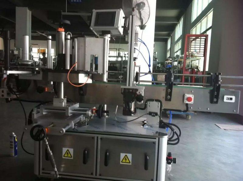 중국 과일 / 야채 주스 음료 기업을위한 둥근 병 스티커 레테르를 붙이는 기계 협력 업체
